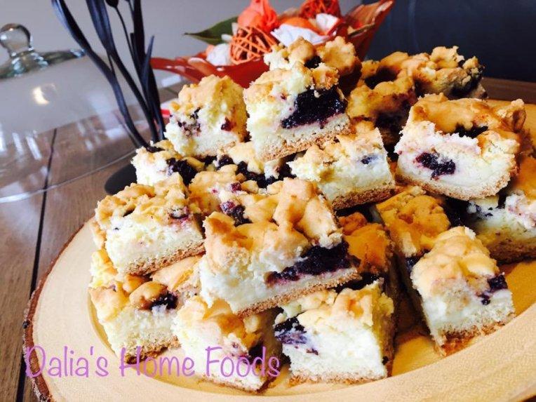 Trupininis pyragas su varške ir uogiene