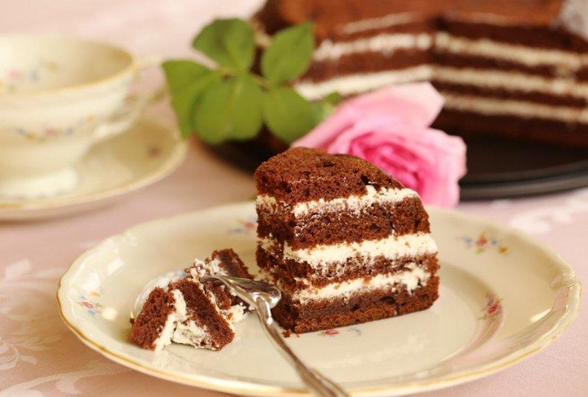 Šokoladinis uogienės tortas