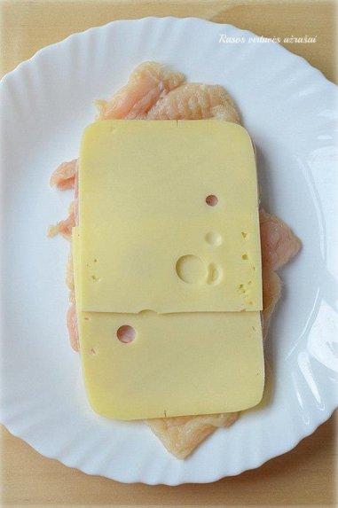 "Vištienos suktinukai su sūriu ""Cordon Bleu"""