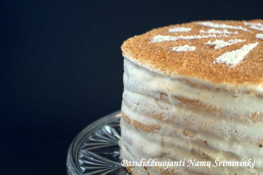 Medaus tortas su jogurtiniu kremu