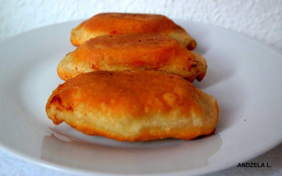 Pyragėliai su mėsa keptuvėje