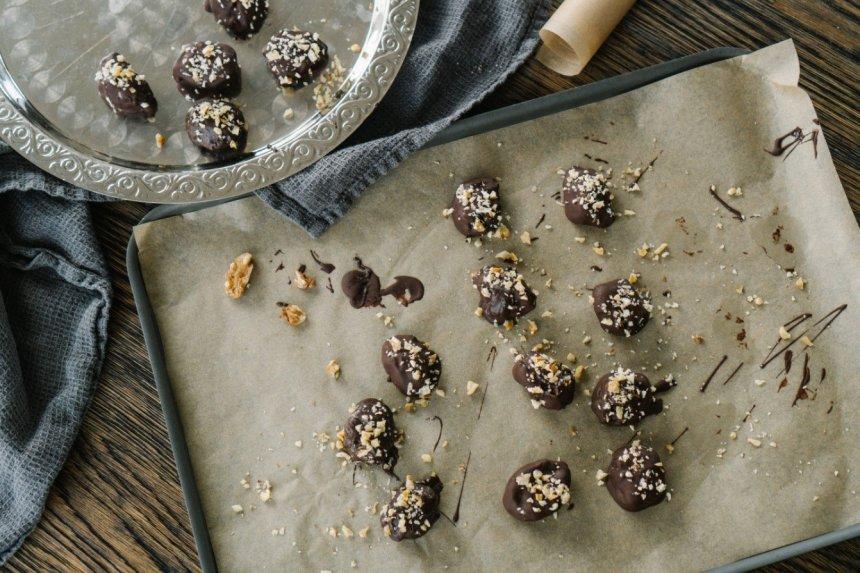 Džiovintų slyvų ir graikinių riešutų saldainiai