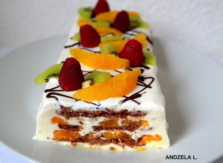 Nekeptas sausainių tortas su jogurtiniu kremu