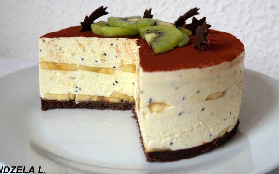 Nekeptas jogurtinis tortas su kiviais ir bananais