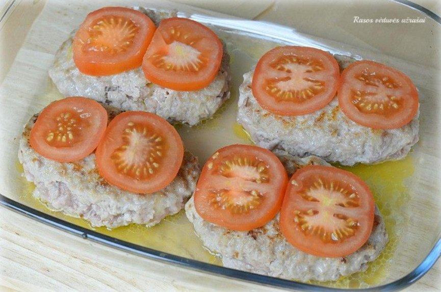Kotletai orkaiėje su sūriu (pataluose)
