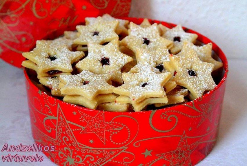 Sviestiniai sausainiai žvaigždutės su uogiene