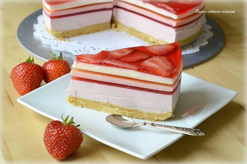 Nekeptas varškės žele tortas