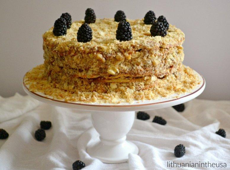 Čilietiškas tūkstančio sluoksnių tortas su karameliniu kremu