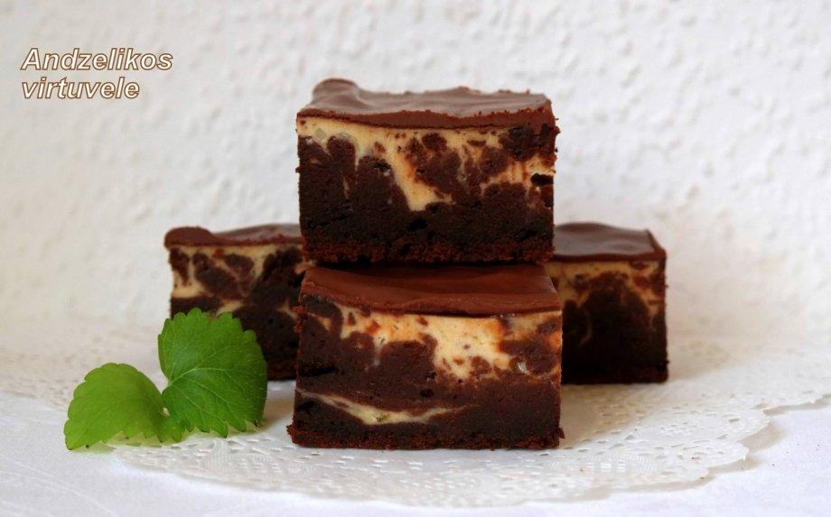 Šokoladinis braunis (pyragas) su varške ir bananais