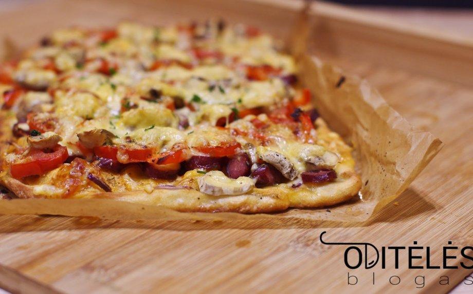 Naminė pica su dešrelėmis