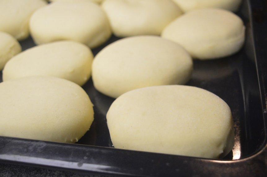 Mielinės spurgos su džemu uogiene