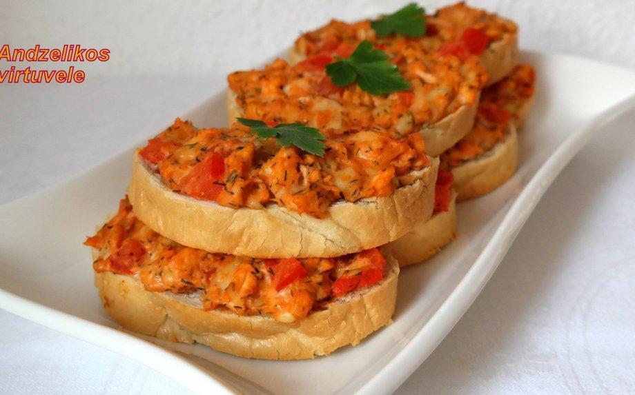 Karšti sumuštiniai su vištiena ir pomidorais