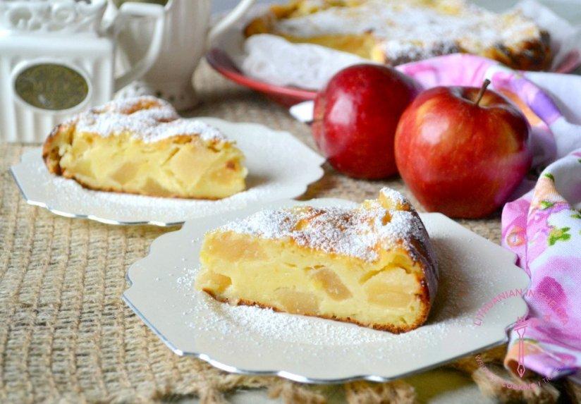 Drėgnas obuolių pyragas su jogurtu