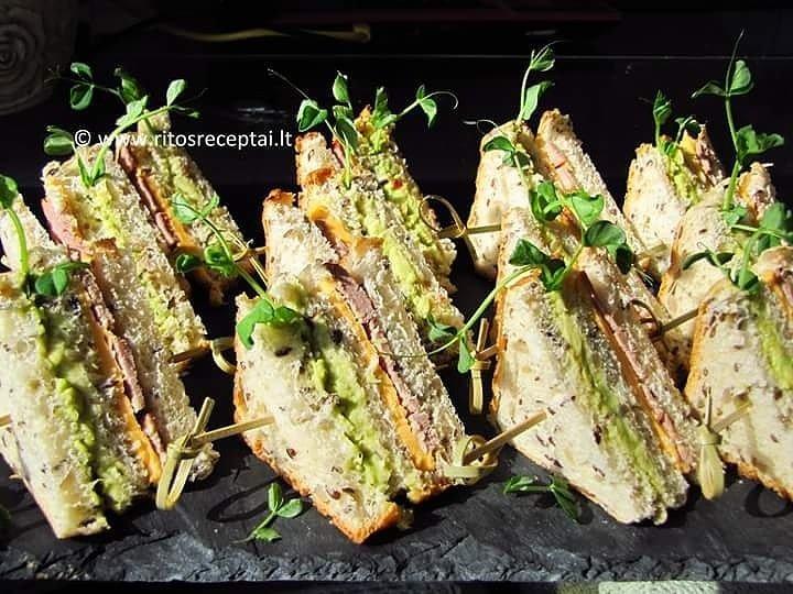 Sluoksniuoti sumuštiniai su avokadu