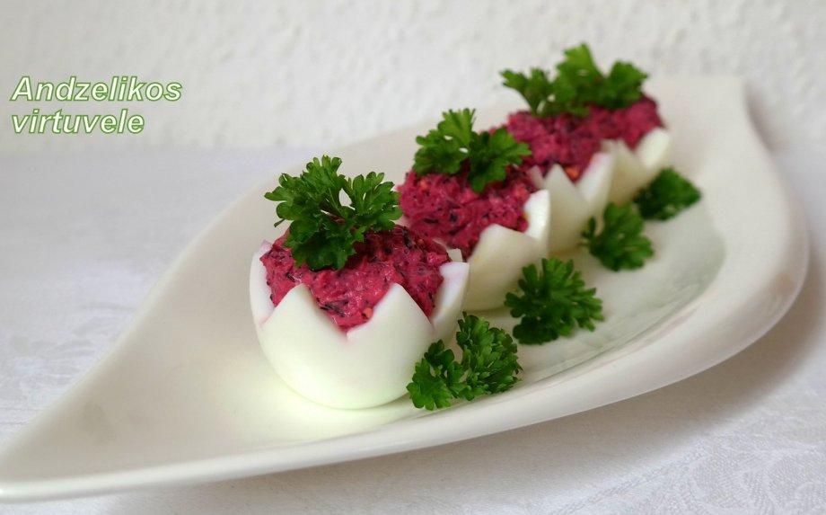 Burokėliais ir tunu įdaryti kiaušiniai