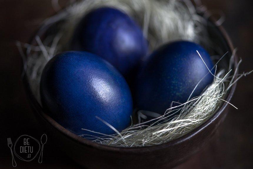 Mėlynėmis - mėlynių uogiene natūraliai dažyti margučiai kiaušiniai