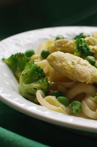 Makaronai su vištiena ir brokoliais