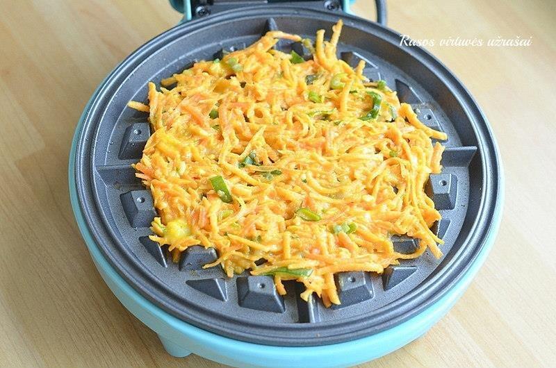Saldžių bulvių ir morkų vafliai