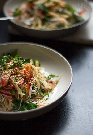 Azijietiškos daržovių salotos