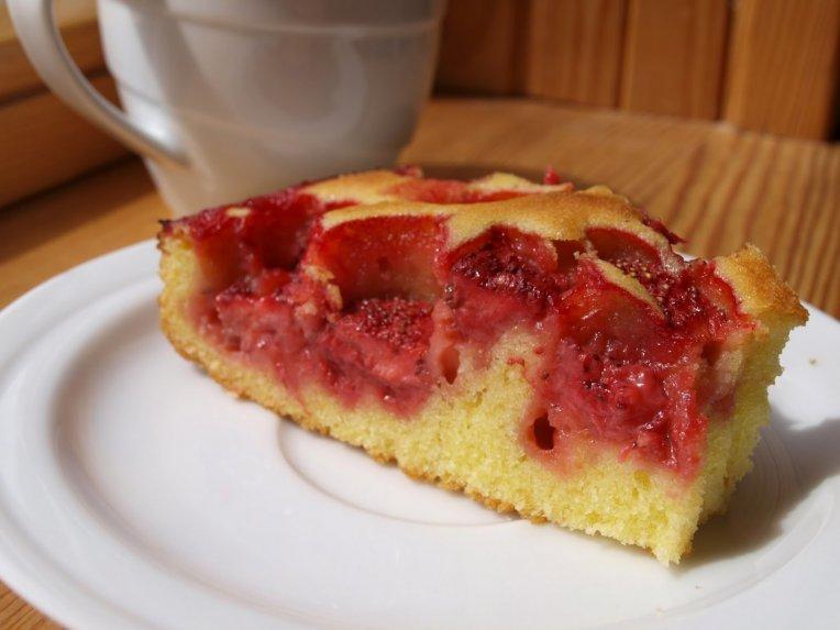 Sviestinis braškių pyragas