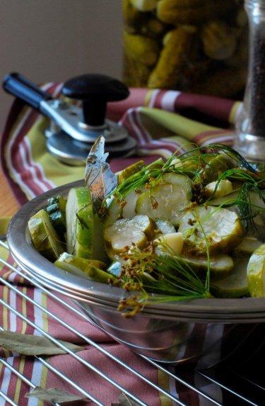 Marinuoti agurkų griežinėliai žiemai