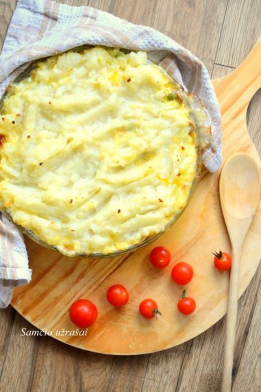 Vištienos troškinys su bulvių koše