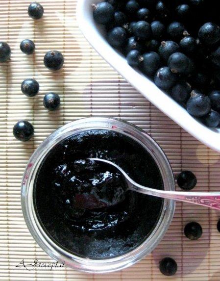 Juodųjų serbentų džemas uogienė