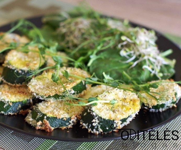 Orkaitėje keptos cukinijų riekelės su kietuoju sūriu