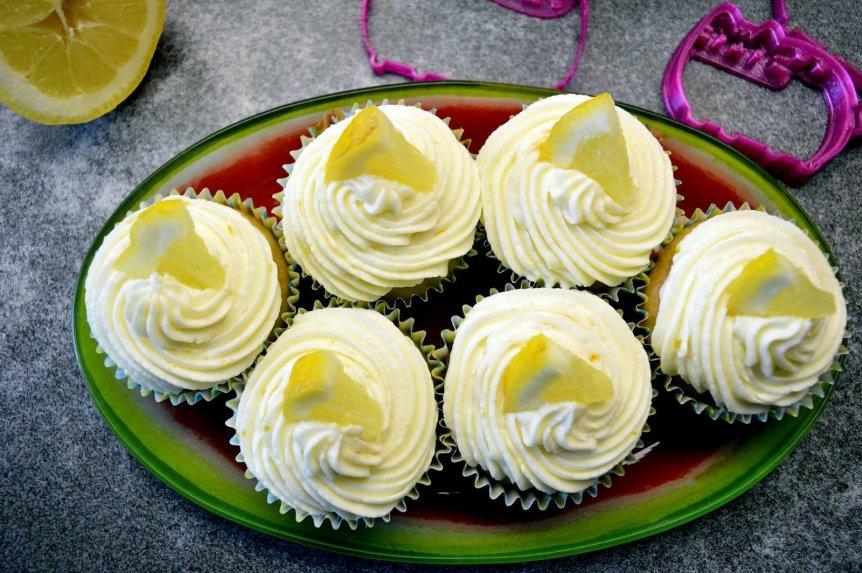Cukinijų keksiukai su citrininiu maskarponės kremu