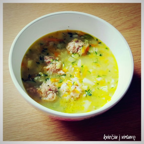 Cukinijų sriuba su mėsa