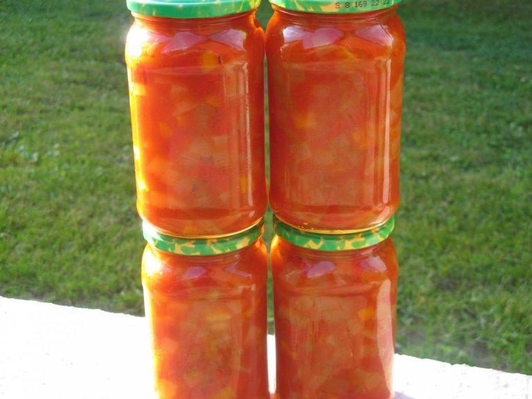 Cukinijos žiemai su paprikomis ir pomidorų padažu
