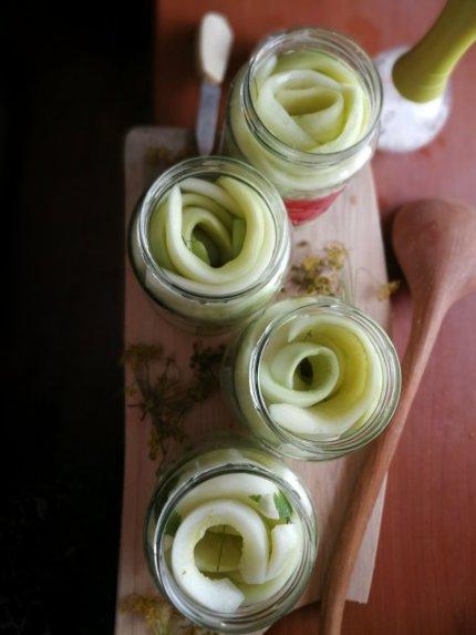 Raugintos agurkų juostos žiemai