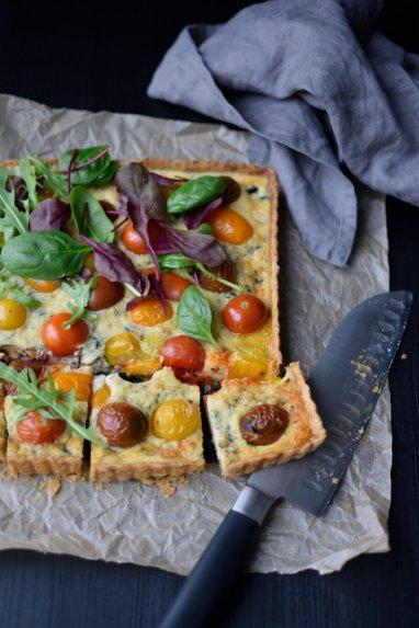 Pelėsinio sūrio pyragas kyšas kišas su vyšniniais pomidorais