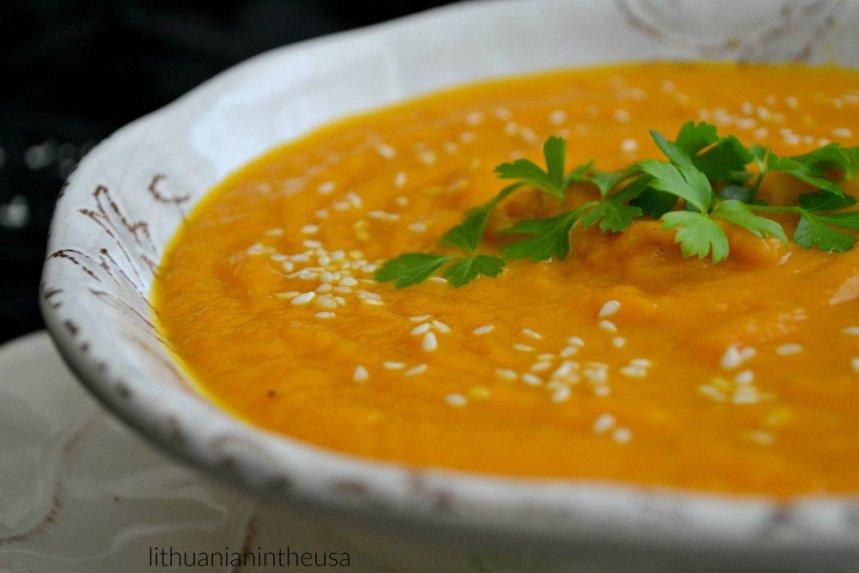 Trinta morkų sriuba su kariu