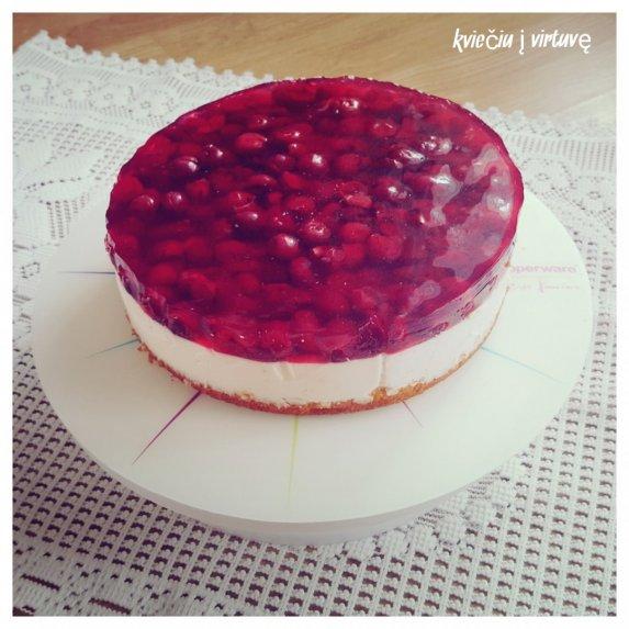 Jogurtinis tortas su vyšniomis