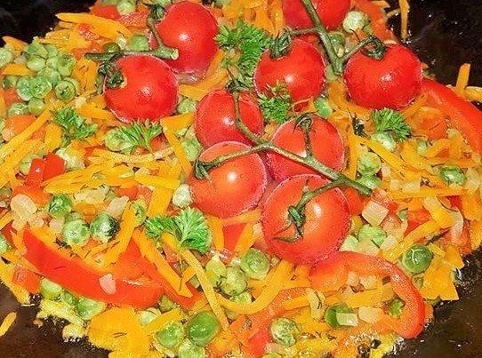 Lašišos kepsniai orkaitėje su daržovėmis