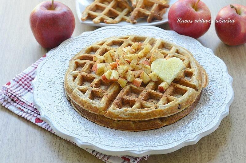 Minkšti obuoliniai vafliai be cukraus