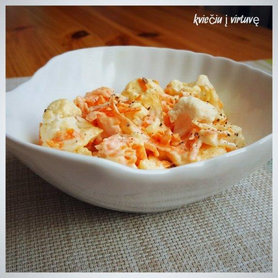 Žiedinio kopūsto salotos su morkomis
