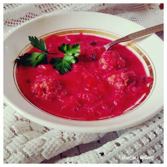 Burokėlių sriuba su mėsos kukuliais