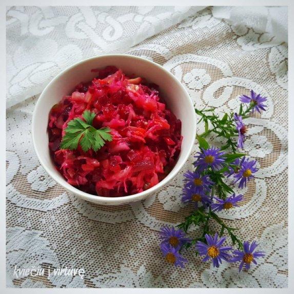 Raugintų kopūstų salotos su burokėliais su aliejumi