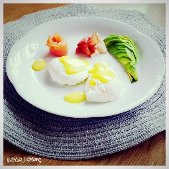 Benedikto kiaušiniai su olandišku padažu