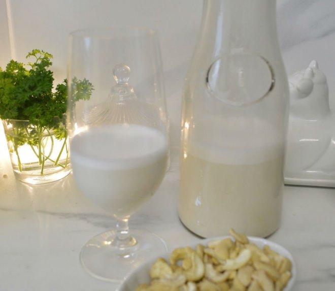 Naminis anakardžių pienas