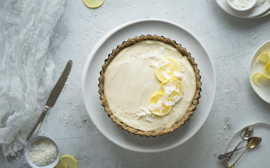 Veganiškas citrininis tortas be kiaušinių pieno