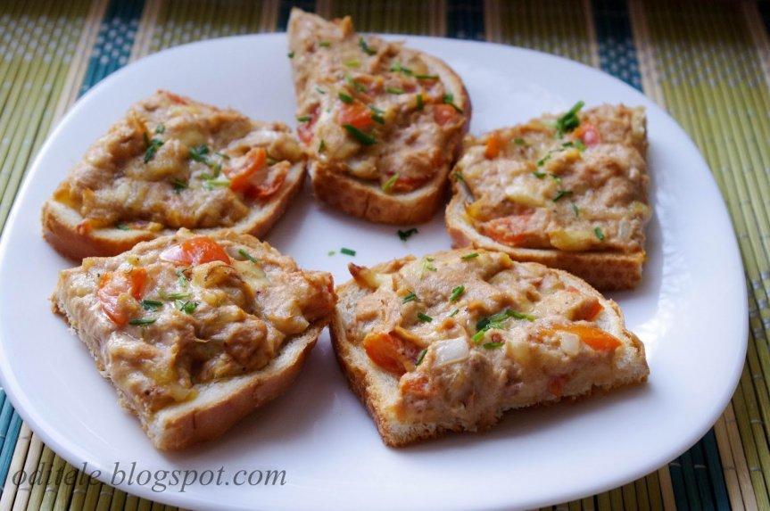 Karšti sumušiniai su tunu ir sūriu