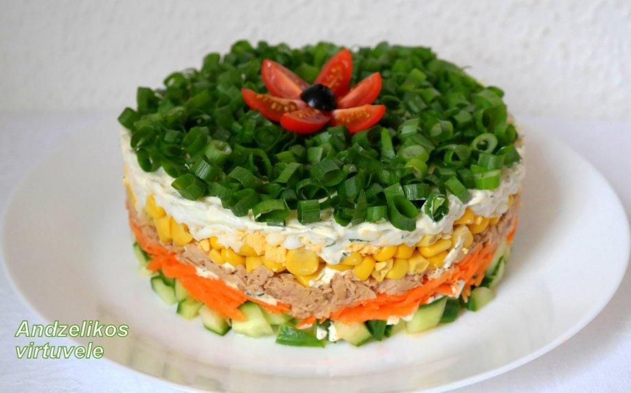 Sluoksniuotos tuno salotos be majonezo