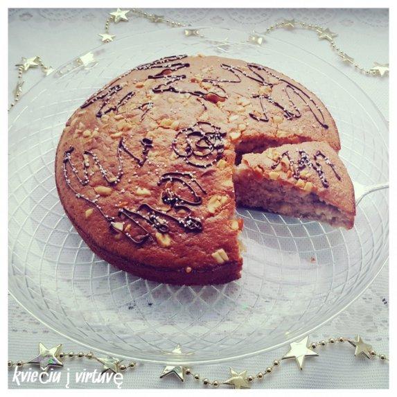 Kvapnus riešutinis pyragas