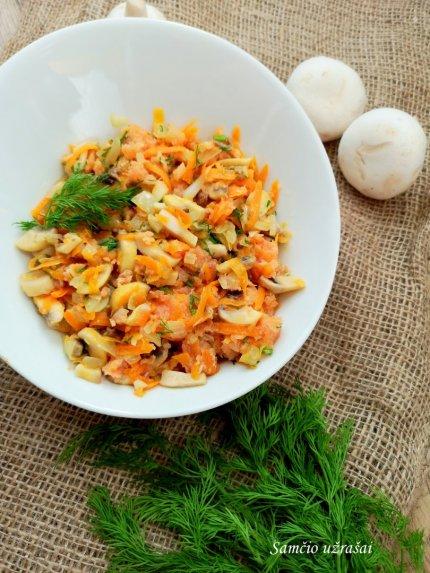 Greitos lašišos salotos su daržovėmis