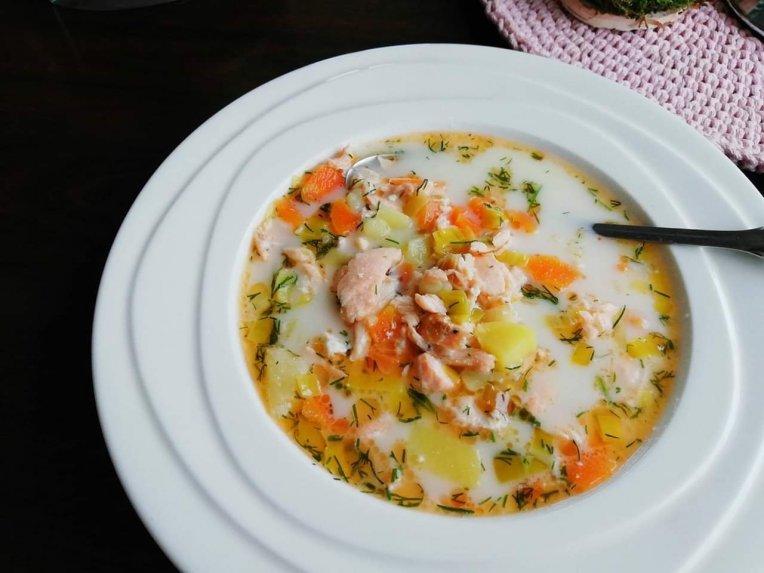 Lašišos sriuba su lydytu sūreliu
