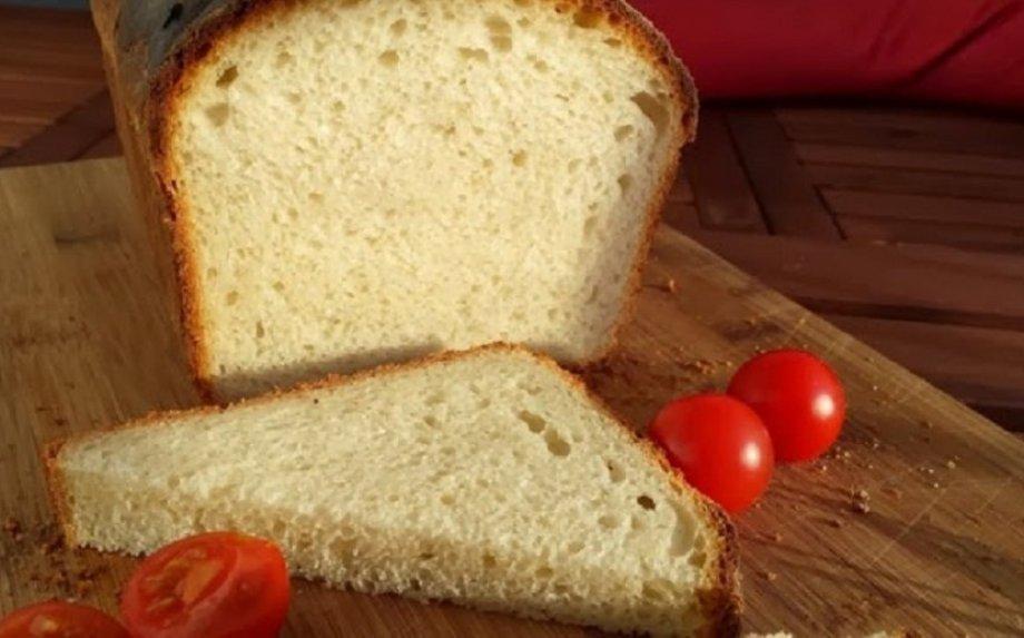 Balta šviesi sumuštinių duona be mielių