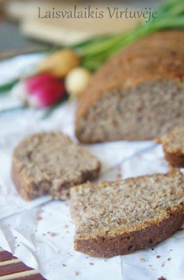 Greita naminė riešutų duona